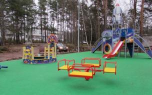 В Выборге на улице Школьной установили детскую площадку