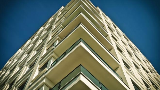 Пьяный подросток сорвался с балкона шестого этажа и выжил