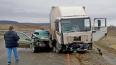 В Крыму в ДТП с грузовиком и легковушкой погибли 3 челов...
