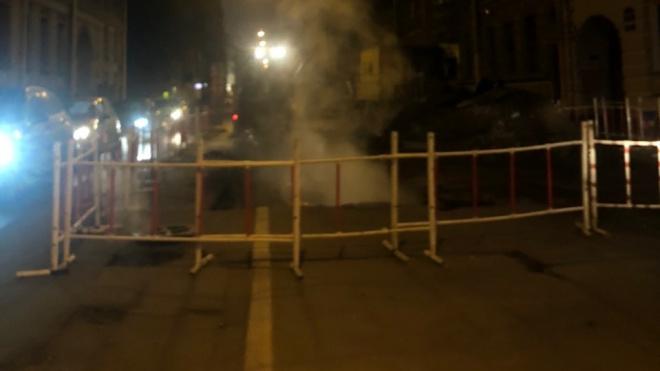 Движение по Ковенскому переулку перекрыли из-за прорыва трубы