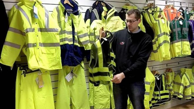 Петербургские автомобилисты скупают светоотражающие жилеты