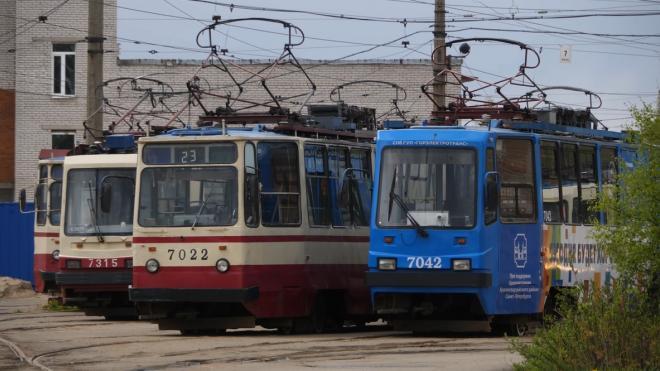 Три трамвая изменят маршруты из-за аварии на водопроводе на проспекте Авиаконструкторов