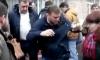 Какое-то быдло закидало Навального пирожными в Новосибирске