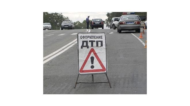 В Московском районе КамАЗ врезался в микроавтобус