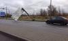 В Купчино информационный щит чуть не раздавил автомобили