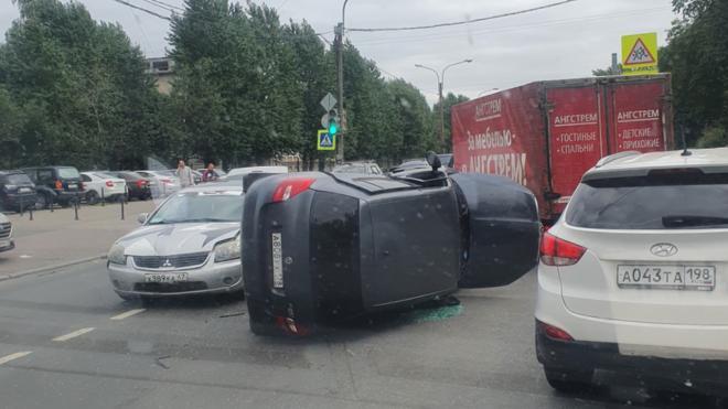 ДТП с перевертышем затруднило проезд на углу Трамвайного и Новаторов