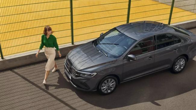 Средняя цена нового легкового автомобиля в России в январе выросла на 13%