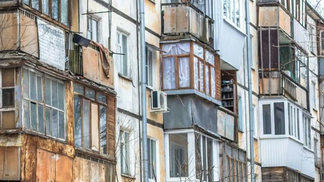 """В Курортном районе обновят 128 """"хрущевок"""" и деревянных домов"""