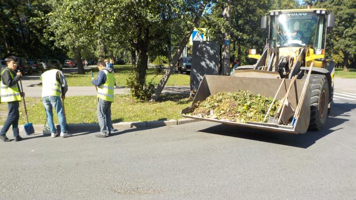За неделю с улиц Петербурга вывезли почти 3 тысячи тонн мусора и грязи