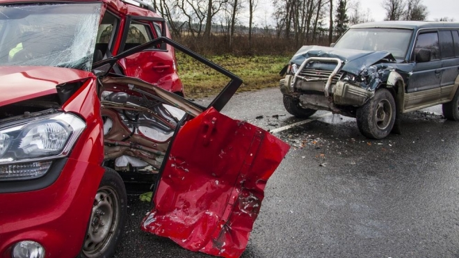 Две тяжелые аварии на трассе «Нарва»: 1 женщина погибла, 9 человек пострадало