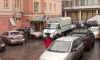 Мужчину избили и ограбили в парадной дома на Красносельском шоссе