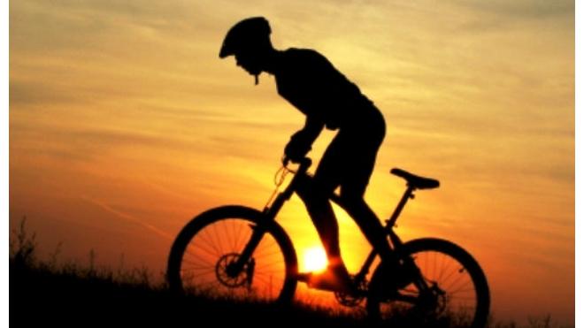 Петербургский полицейский на отечественной машине сбил подростка на велосипеде