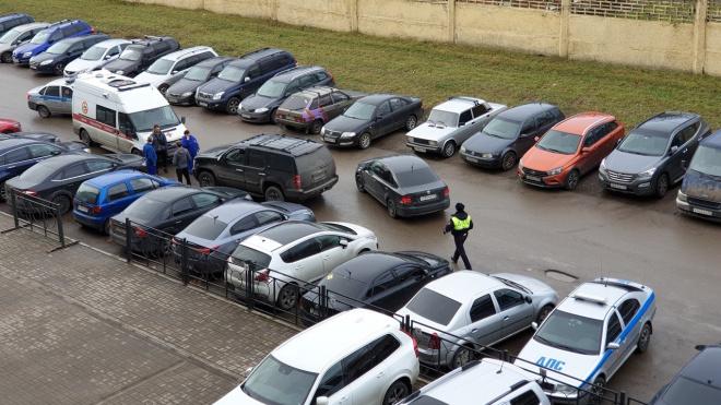 "Петербуржец на ""Форде"" протаранил мешавшую ему карету скорой помощи и избил сотрудника"