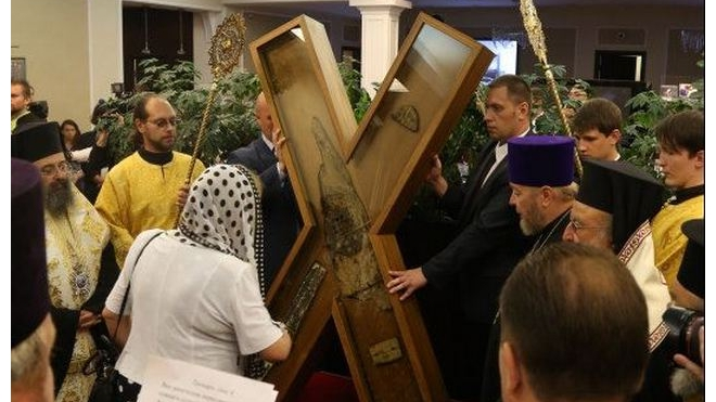65 тысяч петербуржцев поклонились кресту апостола Андрея Первозванного в Казанском соборе