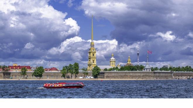 В ночь на 15 ноября в Петербурге закрывается навигация на рукавах Невы