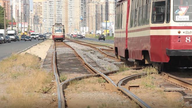 Утром задымившийся трамвай собрал большую пробку на Энгельса