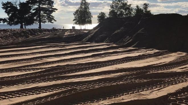 Петербуржцы возмутились уничтожению исторической дюны на Ласковом пляже