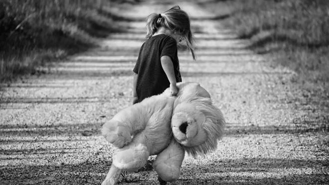 В Петербурге девочка ушла из детсада, а воспитательница этого не заметила