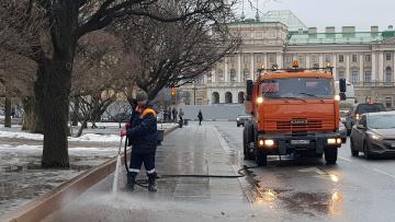 В Петербурге приступили к весенней уборке улиц