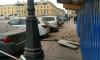 Строительные леса обрушились на припаркованные машины на Итальянской улице