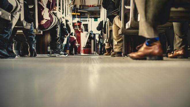 """ДТП в центре города: автобус с пассажирами столкнулся с черным """"Мерседесом"""""""