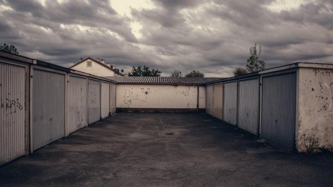 В Кузбассе в гаражах погиб 15-летний подросток