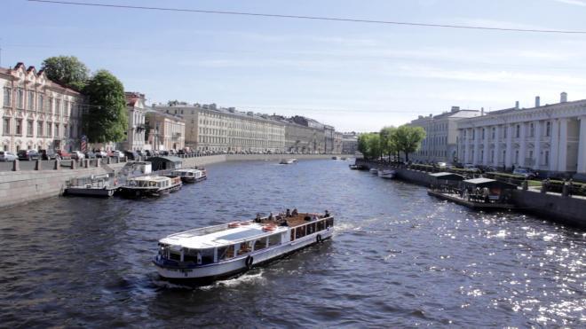 В канале Грибоедова обнаружили следы разлива нефтепродуктов