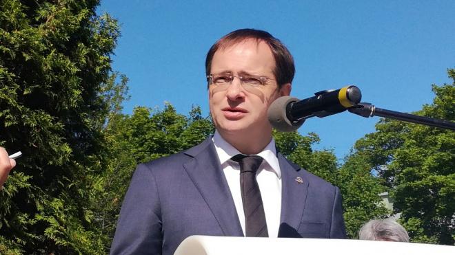 Владимир Мединский почтил память Гранина, назвав его выдающимся человеком