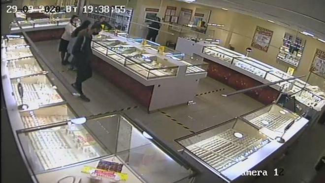 В Петербурге задержали мужчину по подозрению в ограблении ювелирного магазина