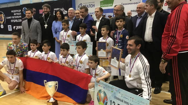 Петербуржцы взяли серебро в международном турнире по мини-футболу