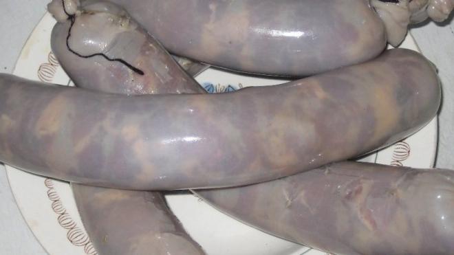В Киргизии задержан иностранец за сравнение колбасы с конским членом