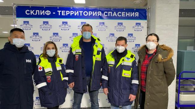 Группа медиков из Москвы отправилась в Екатеринбург для помощи коллегам в лечении COVID-19
