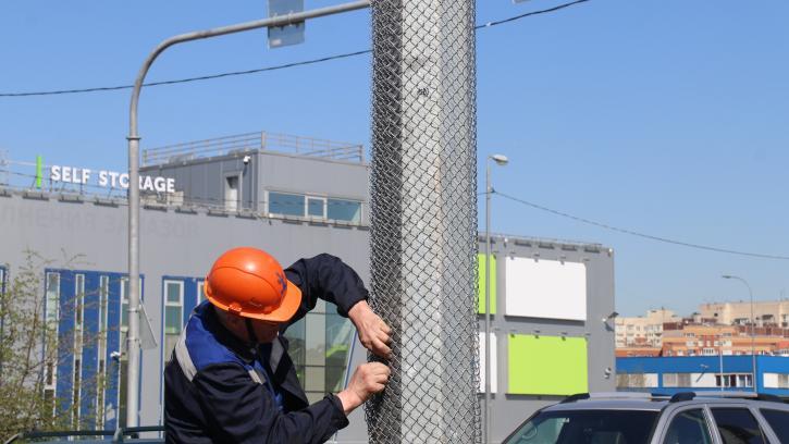 В Петербурге защитят столбы наружного освещения от несанкционированных рекламных объявлений