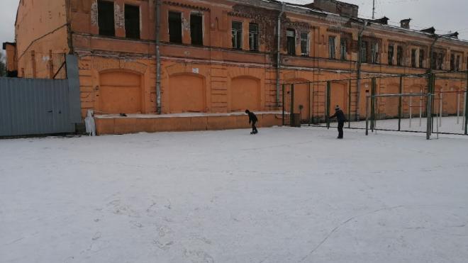 Жители Центрального района обустроили каток в Овсянниковском саду