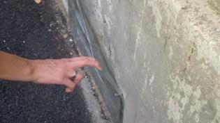 В Центральном районе жилищники наложили подвальные продухи на бетон