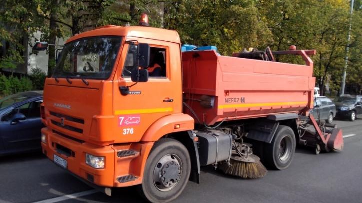 За неделю с улиц Петербурга вывезли 2,3 тысяч тонн загрязнений