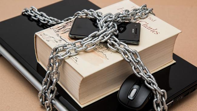 В России разрабатываются система подавления мобильной связи в колониях и СИЗО