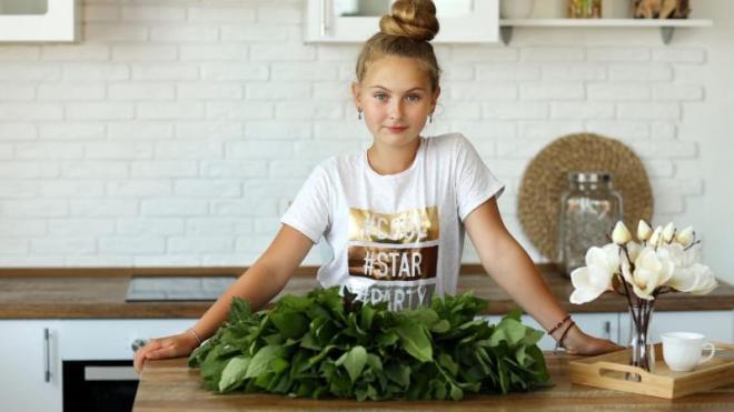 Школьница из Петербурга приготовила 10 блюд из сныти за 21 минуту и установила мировой рекорд
