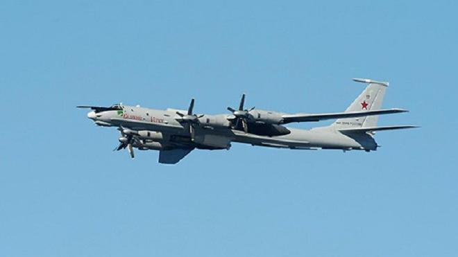 Американский F-18 поднимался в воздух для сопровождения Ту-142