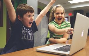 Смольному предложили временно передать школьникам компьютеры избиркомов