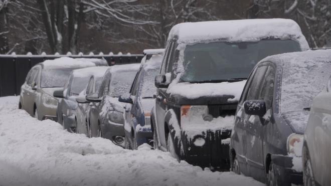 В пятницу последствия снегопада в Петербурге убирают 1000 единиц техники