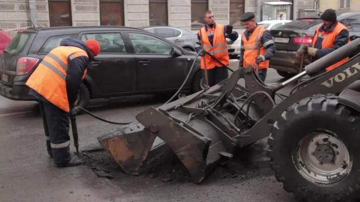 В будущем году на ремонт и строительство дорог Петербурга выделят 792 млн рублей