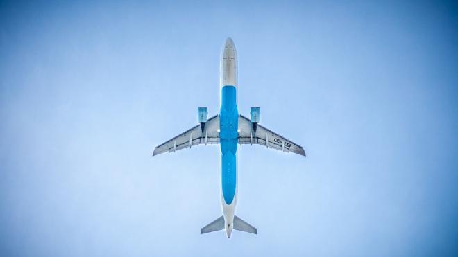 Самолет Ил-78 готовится к аварийной посадке в подмосковном Жуковском