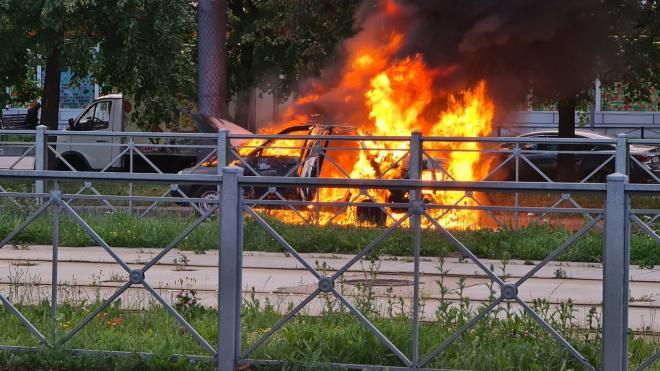 На улице Димитрова сгорела машина