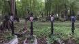 На Смоленском кладбище активисты разместили фотографии ...