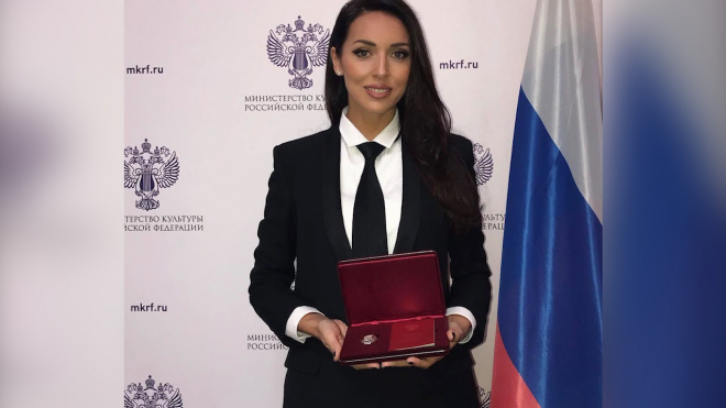 """Алсу получила звание """"Заслуженной артистки России"""""""