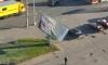 Сумасшедшая фура снесла рекламный щит на Шлиссельбургском проспекте и умчала прочь