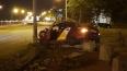 Ночью таксист уснул за рулем и влетел в столб на Выборгс...