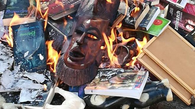 """""""Инсендио"""": польские священники сожгли книги о Гарри Поттере"""