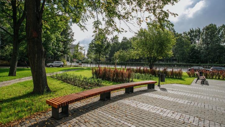 В Петербурге после капитального ремонта открыли сквер на Торжковской улице